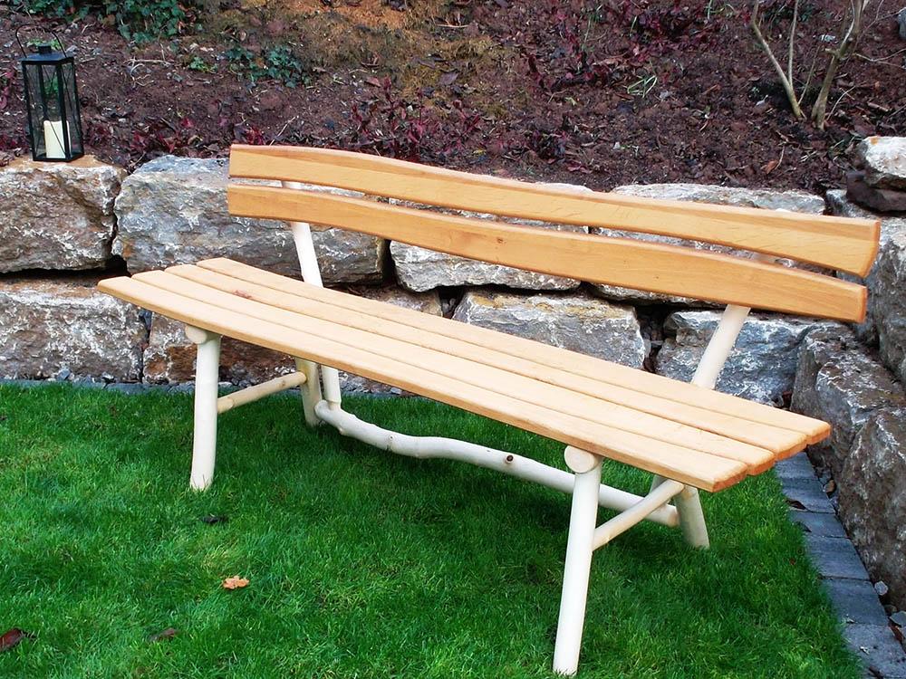 Robuste Sitzbank aus massivem Holz